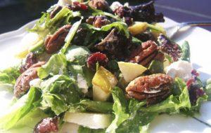 Salade met kees en dadels